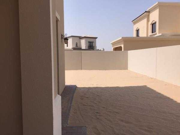 Villa In Arabian Ranches Outside View